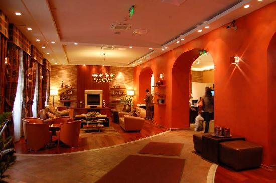 Mamaison Residence Izabella Budapest: Reception/Foyer/Communal Lounge