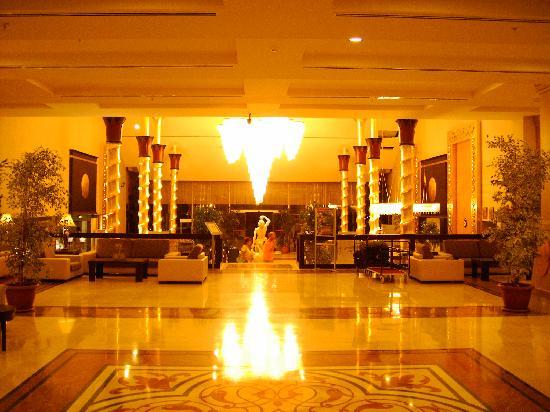Dionysos Hotel Sports & Spa: Empfang & Lobby