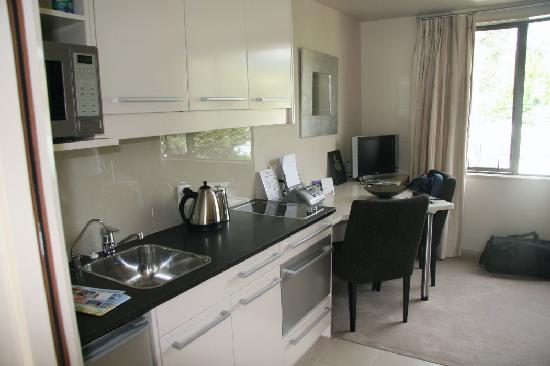 Palazzo Motor Lodge : Compact but well equipped kitchen