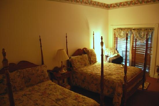 The Henry Clay Inn: Room 103