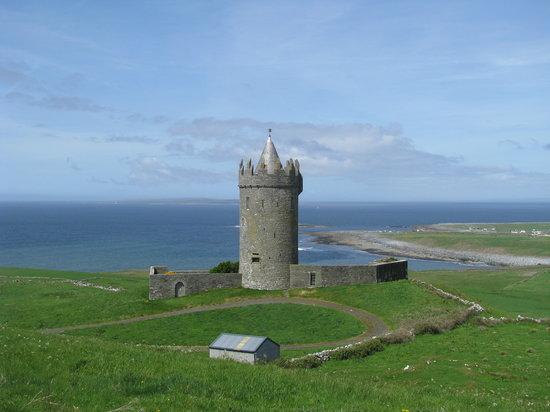 Doolin, أيرلندا: Doonagore Castle, Doolin