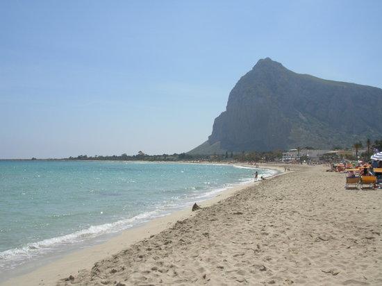 Сан-Вито-Ло-Капо, Италия: La spiagga e Monte Monaco