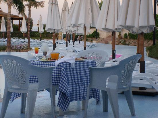 Aurora Sharm Resort: Abendessen am Pool