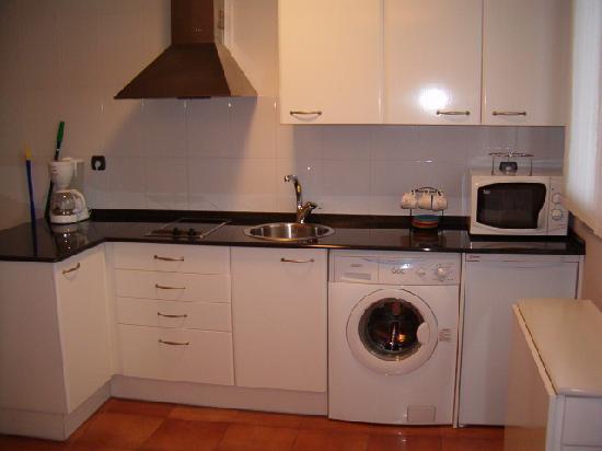 Cocina con lavadora picture of hotel gametxo - Lavadora en la cocina ...