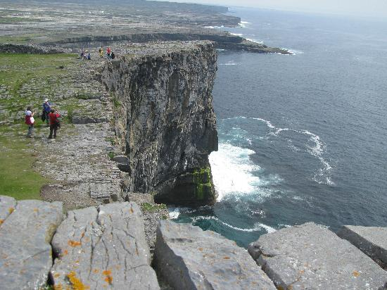 File:Cliff face from Dun Aengus.JPG - Wikimedia Commons