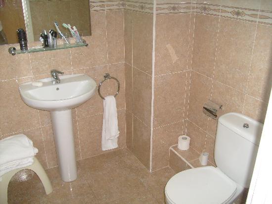Hotel Serhs Oasis Park: bathroom