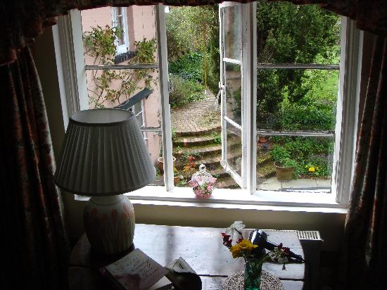 Old Country House: Bedroom view
