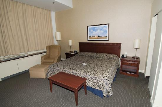 Le Square Phillips Hotel & Suites : Room - bed