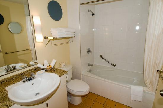 Le Square Phillips Hotel & Suites : Bathroom