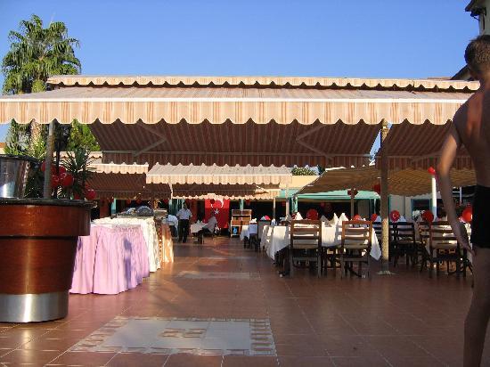 The Sense De Luxe Hotel: Turkey Day - Outdoor Restaurant