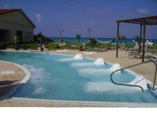 piscine d eau sal e photo de acuavida spa talaso cayo coco tripadvisor. Black Bedroom Furniture Sets. Home Design Ideas