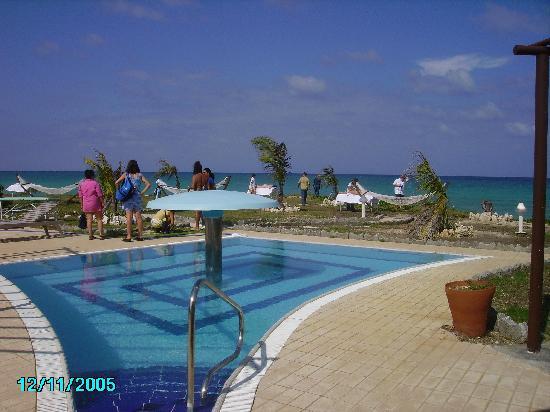 Acuavida Spa Talaso : piscine d'eau de mer tres froide
