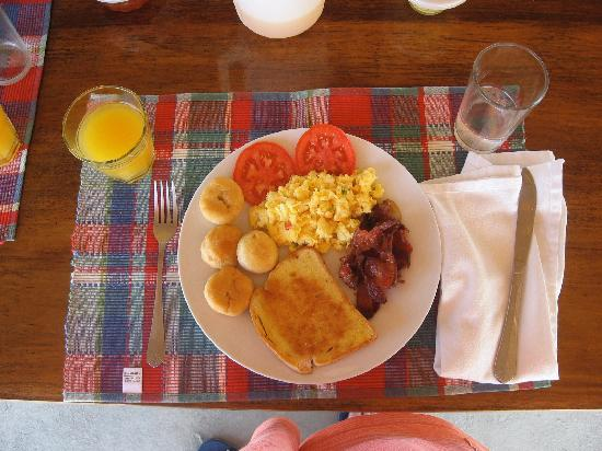 Coral Cove Resort: Breakfast