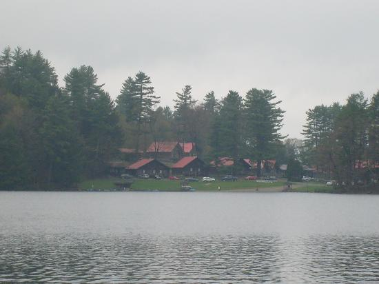 Ridin-Hy Ranch Resort: View of the resort from the lake