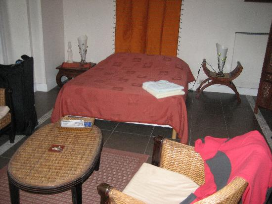 Nice Home Sweet Home : triple room (single bed on the other wall)