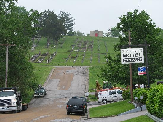 Hermann Motel: Historic cemetery adjacent
