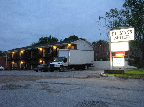 Hermann Motel: On a side road off main road