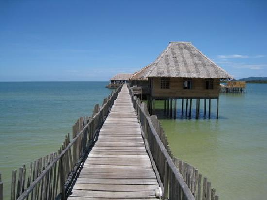 Telunas Beach Resort: to the hotel
