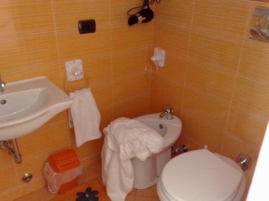 camera da letto arancione - Picture of B&B Arre\', Syracuse - TripAdvisor