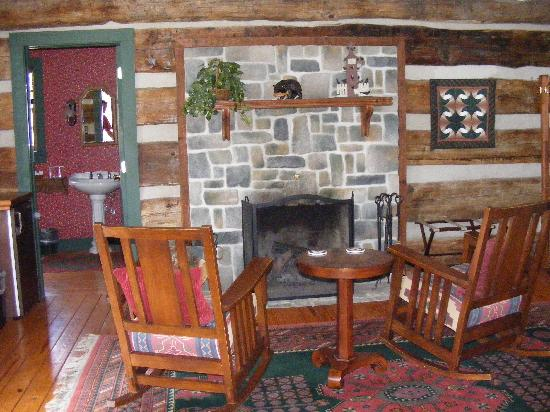 Fort Lewis Lodge: Fireplace