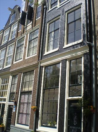Hotel van Onna: l'edificio a sinistra è la dependance
