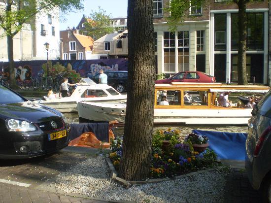 Hotel van Onna: il canale davanti all'hotel