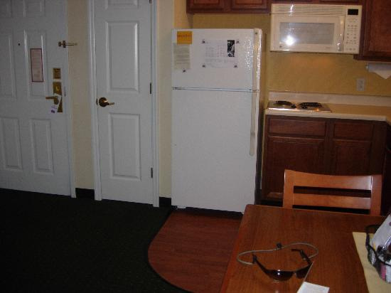 Residence Inn St. Louis Airport/Earth City: Kitchen Area