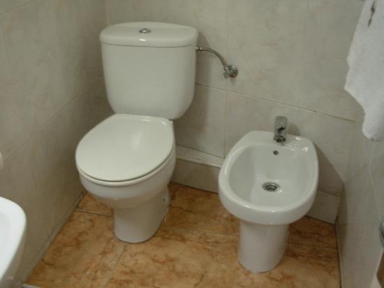 Hostal Europa: La stanza - il bagno