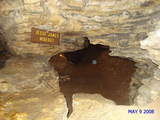 Mark Twain Cave and Cameron Cave : Jesse James Hideout