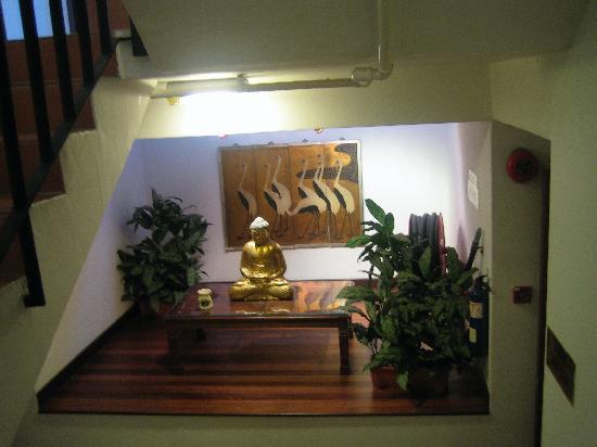 Perak Hotel: Display on second floor staircase landing