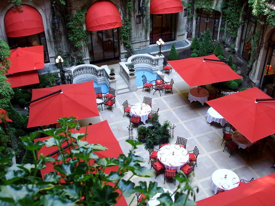 Alain Ducasse au Plaza Athenee: The inner atrium courtyard is perfect for lunch or dinner.
