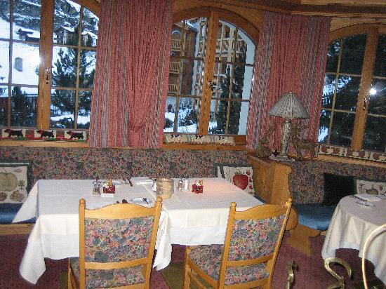 Hotel Berghof Zermatt: Our table in the dining room.