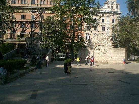 威多利奥·耶玛努耶雷广场