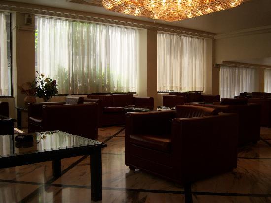 Oscar Inn: hotel lobby