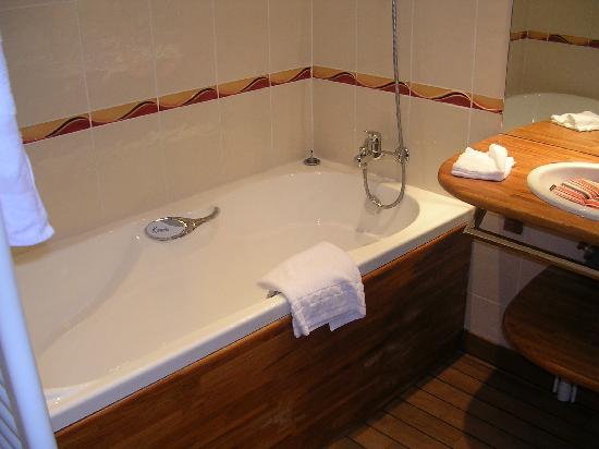 Kyriad Saint Malo Centre - Plage: La salle de bain