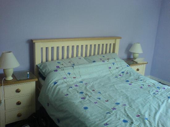Tory Bush Cottages: bedroom