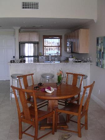 Alexandra Resort: Kitchen/dining room