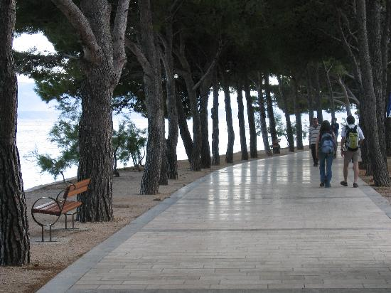 Hotel Kastil: The marble beach path to the main beach
