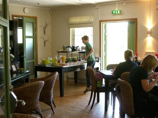 Maude's Hotel Enskede: breakfast buffet
