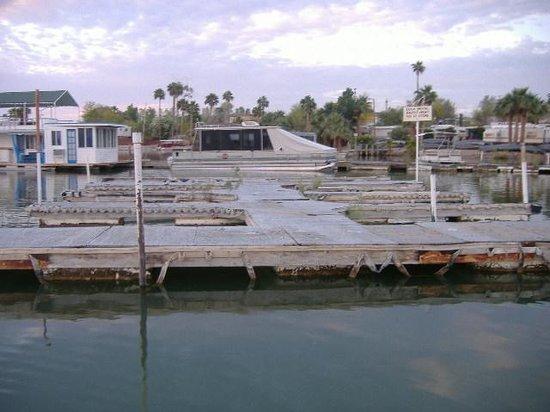 Martinez Lake Resort: Nails & weeds on docks.