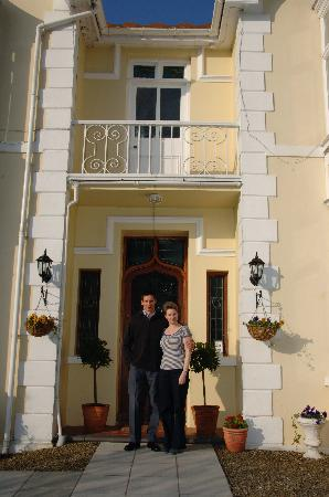 Maes-Y-Derw Country House: Your hosts