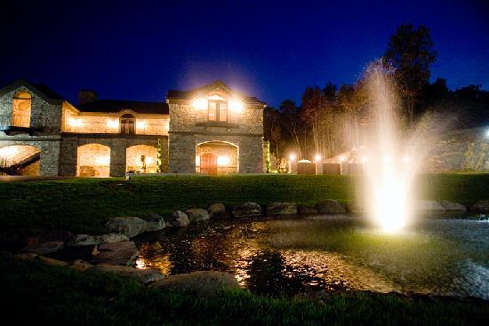 Stroudsmoor Country Inn: Terraview at night
