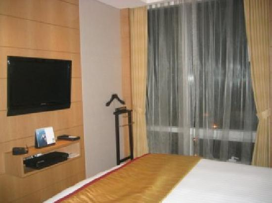 Yeouido Park Centre, Seoul - Marriott Executive Apartments : Plasma TV in bedroom