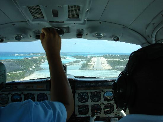 Fowl Cay Resort: Staniel Cay Airstrip
