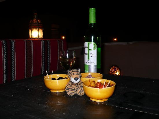Riad Elnoujoum : roof terrace: a drink and some nibbles