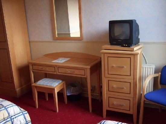 Club House Hotel: Furniture