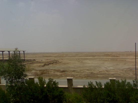 Abadan, Ιράν: View across into Iraq - around 20km from Basra