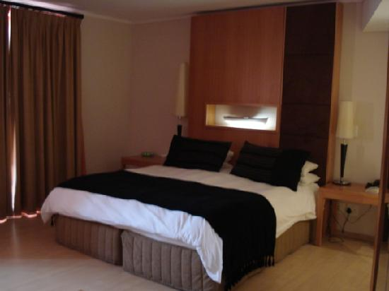 Island Club Hotel & Apartments: Bed