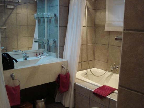 Avalon Springs : Bathroom