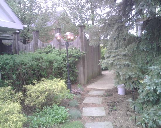 The Mount Vernon Inn: Mt. Vernon Inn Garden